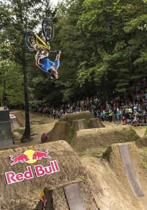 Red Bull Wild Ride: Một buổi tiệc của những tay chơi xế độp - chúng ta có BMX, DirtJump và hàng tá những kĩ thuật đẹp mắt ở đây! (Video)