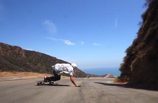 Cùng làm một chuyến DOWNHILL tốc độ cao với thanh niên KJ NAKANELUA. Đừng quên bật chế độ FULL SCREEN, nín thở và tận hưởng video tuyệt vời này!
