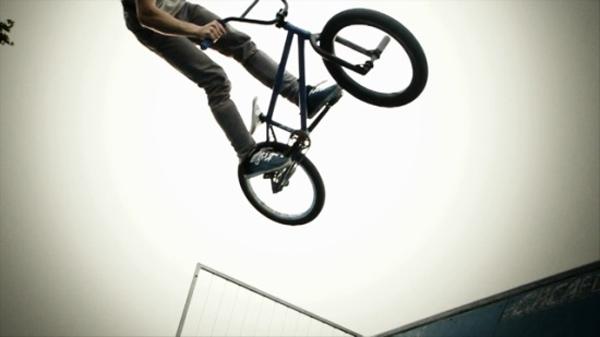 Cùng BMX rider Voranc Kumar trải nghiệm video 2000 khung trên giây!