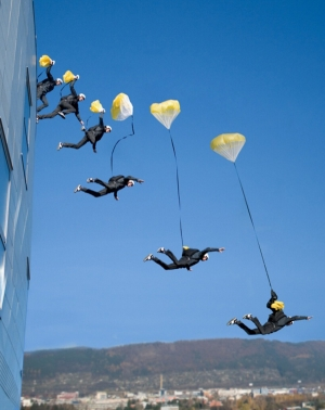 Base Jumping và cuộc tẩu thoát khỏi cảnh sát một cách ngoạn mục