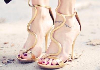 Biến tấu sành điệu với giày cao gót uốn lượn
